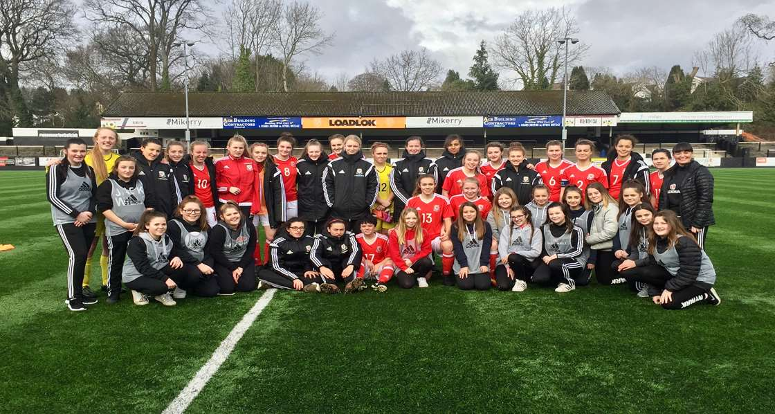 Pen y Dre pupils official mascots and ball girls for Wales U17s Match